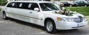 ccommons-garitzko-Lincoln_Town_Car_limousine_wedding_car